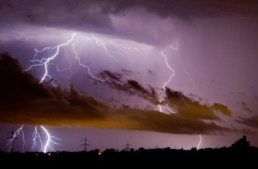 Zehn Kinder nach Blitzeinschlag im Krankenhaus