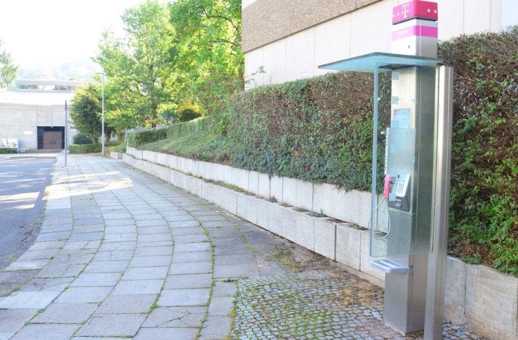 Die Telekom möchte das Telefon an der Leharstraße abbauen, der Bezirksbeirat würde es gerne erhalten. Foto: Martin Braun