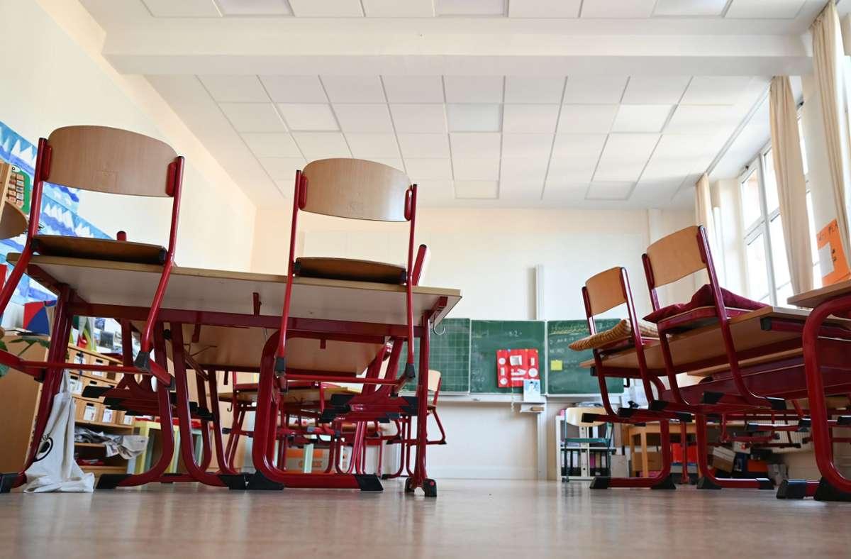 Leere Klassenzimmer: Laut Schulbehörden die große Ausnahme Foto: dpa/Arne Dedert