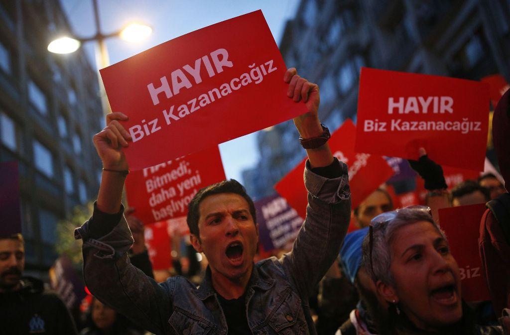 """Wenn mehr Deutschtürken an Ostern mit """"Nein"""" gestimmt hätten, gäbe es jetzt wohl keine Debatte über den Doppelpass. Foto: AP"""