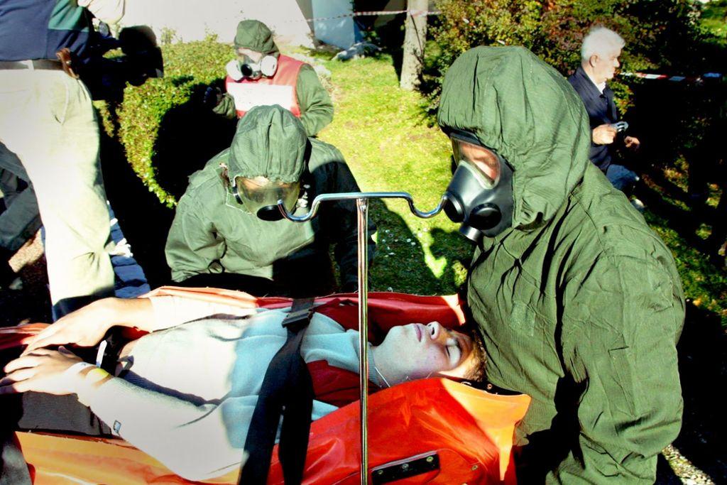 Der Zivilschutz muss sich bei Übungen auch auf den Einsatz atomarer, biologischer oder chemischer Waffen im Kriegsfall vorbereiten. Foto: dpa
