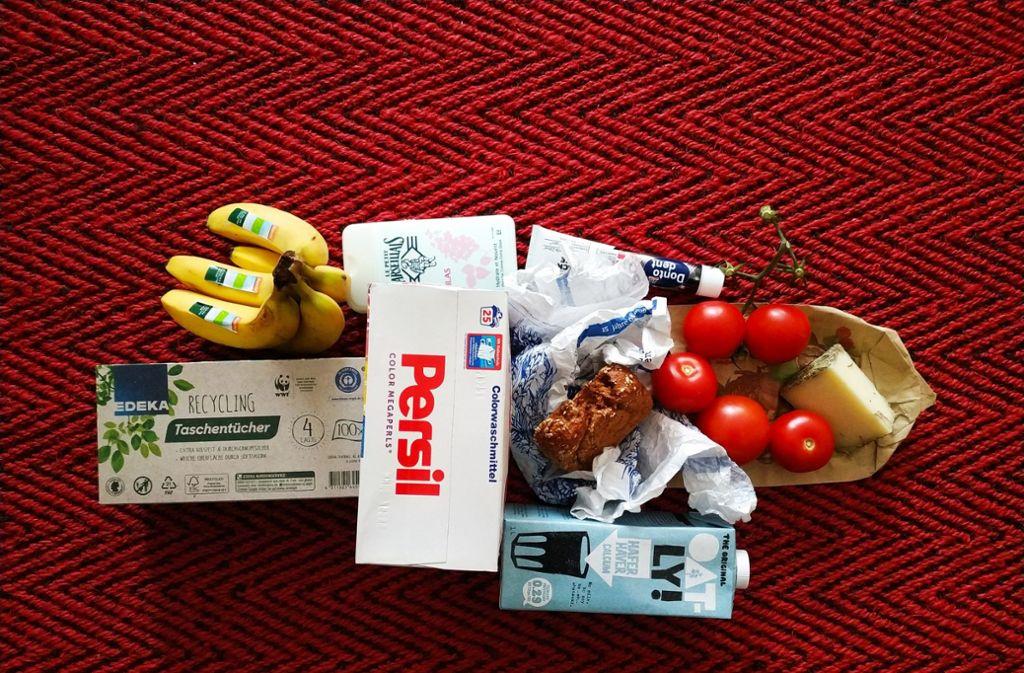 Kathrin Wesely lässt den Müll ihrer Einkäufe oft direkt im Supermarkt zurück – sie hofft, dass sie dadurch die Händler zu weniger Verpackungen erziehen kann.  Foto: Kathrin Wesely