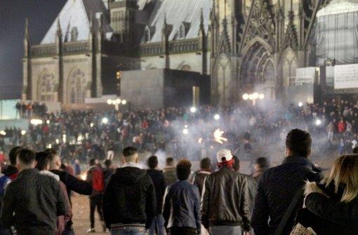 Kaum zu übersehen: die Ausschreitungen in der Silvesternacht rund um den Kölner Dom. Von den Übergriffen auf Frauen wurde  zunächst wenig berichtet – auch in den Medien. Foto: dpa