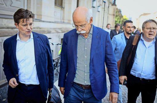 Daimler gibt Scheuer nach – und klagt doch