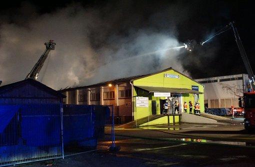 Lagerhallen-Großbrand fordert immensen Sachschaden