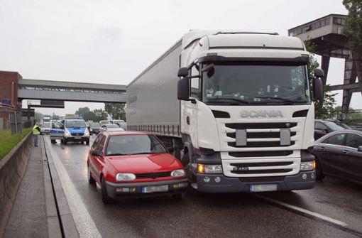 Stauchaos im Berufsverkehr nach Crash auf B10
