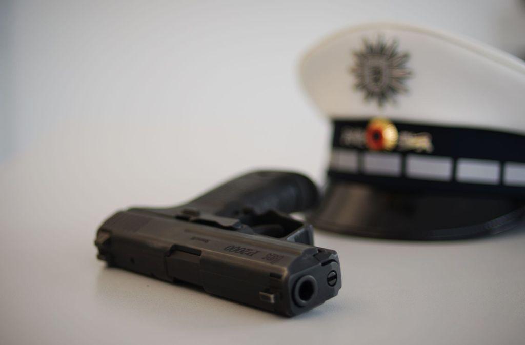 Eine Dienstwaffe der baden-württembergischen Polizei (Symbolbild). Foto: Phillip Weingand