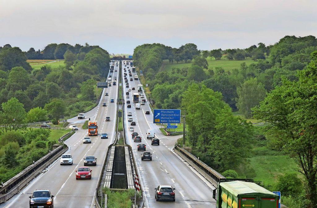 Ein stau- und unfallträchtiger Engpass auf der A8 wird beseitigt – im Enztal bei Pforzheim. Auch an anderen Stellen wird an den Autobahnen gebaut. Foto: Julia Wessinger