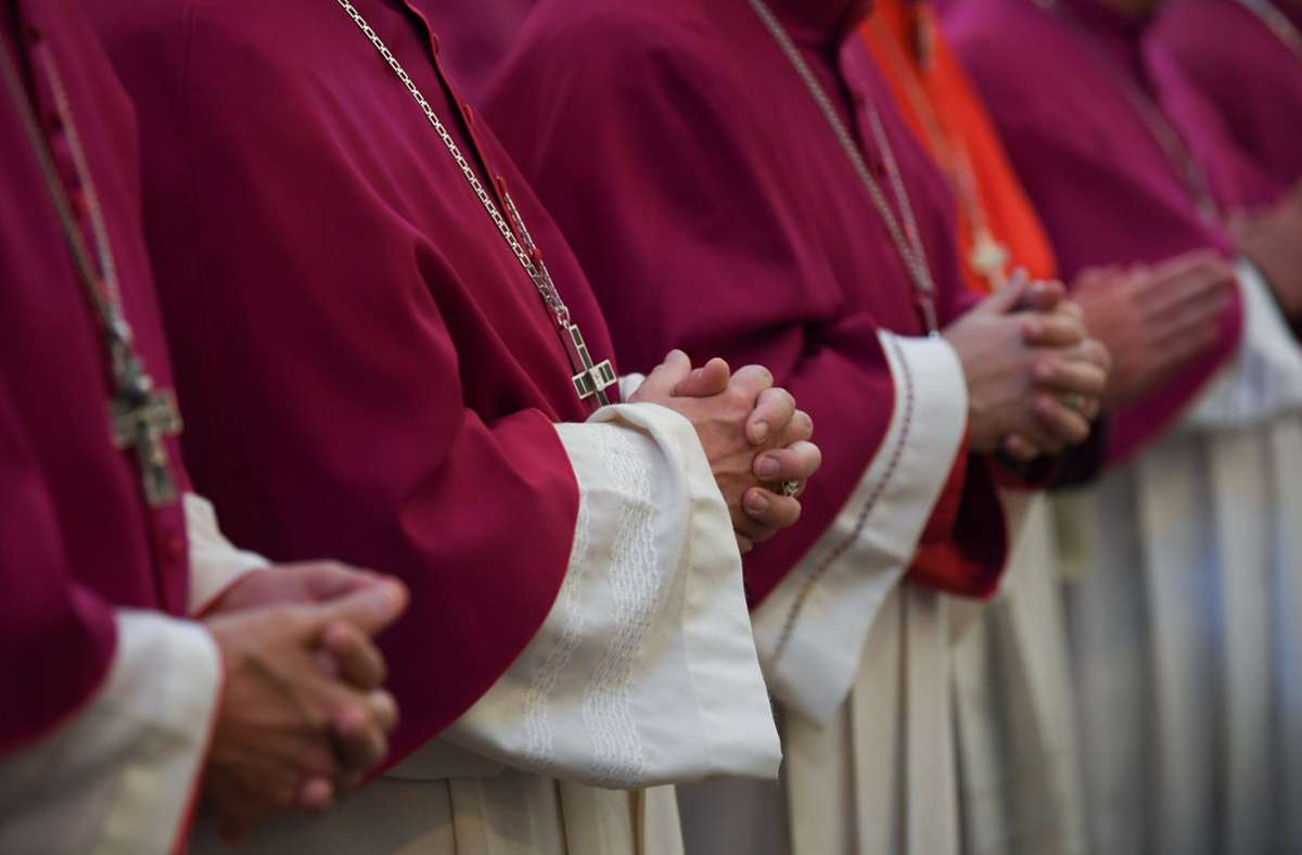 Im  Gutachten zum Umgang des Erzbistums Köln mit den Vorwürfen des sexuellen Missbrauchs wurden Hinweise auf 202 Beschuldigte festgestellt. (Symbolbild) Foto: dpa/Arne Dedert