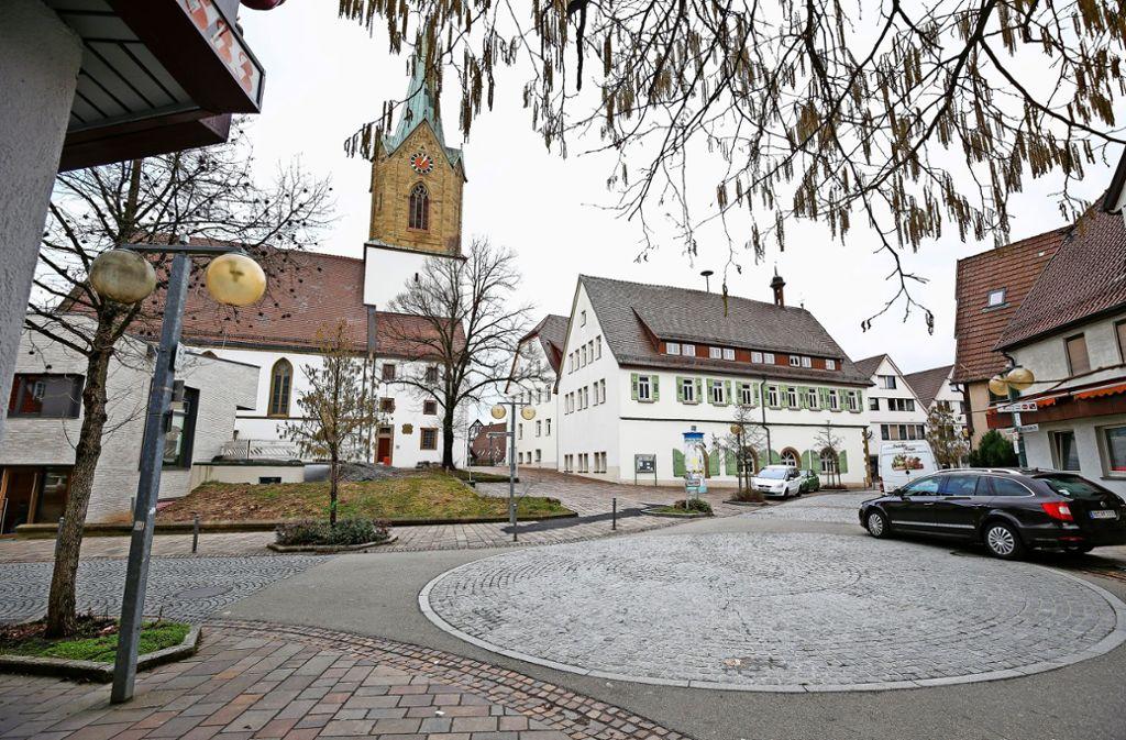 """Der """"Kreisel"""" kommt weg, die Hauptstraße wird zur Einbahnstraße. Für Zündstoff sorgt aber vor allem die Parkplatzsituation. Foto: factum/Granville"""