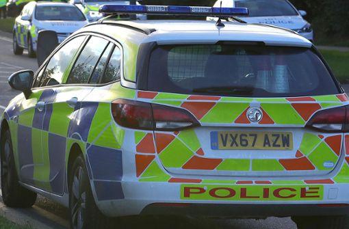 Britische Polizisten informieren falsche Familie über Todesfall