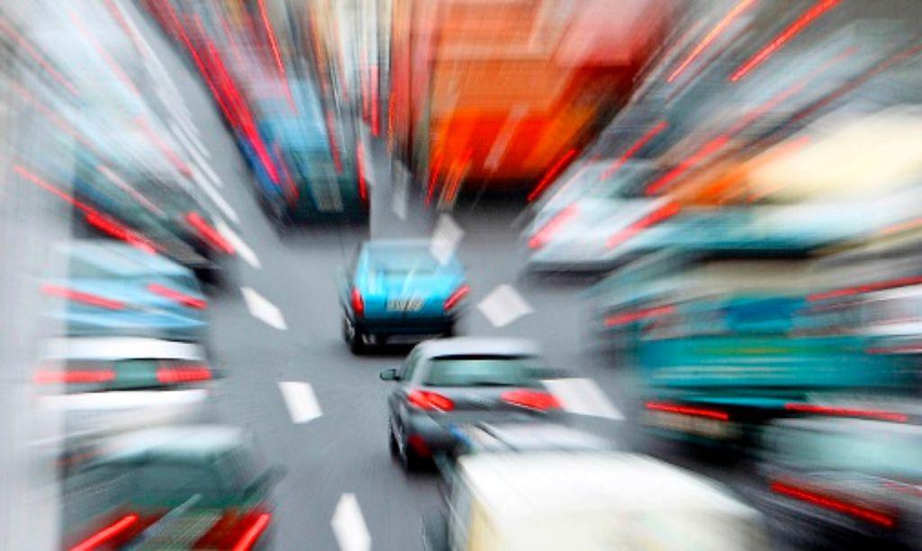 Den Individualverkehr der Zukunft stellte man sich früher eher schwebend und luftig-leicht vor. Die Gegenwart sieht etwas anders aus. Foto: dpa
