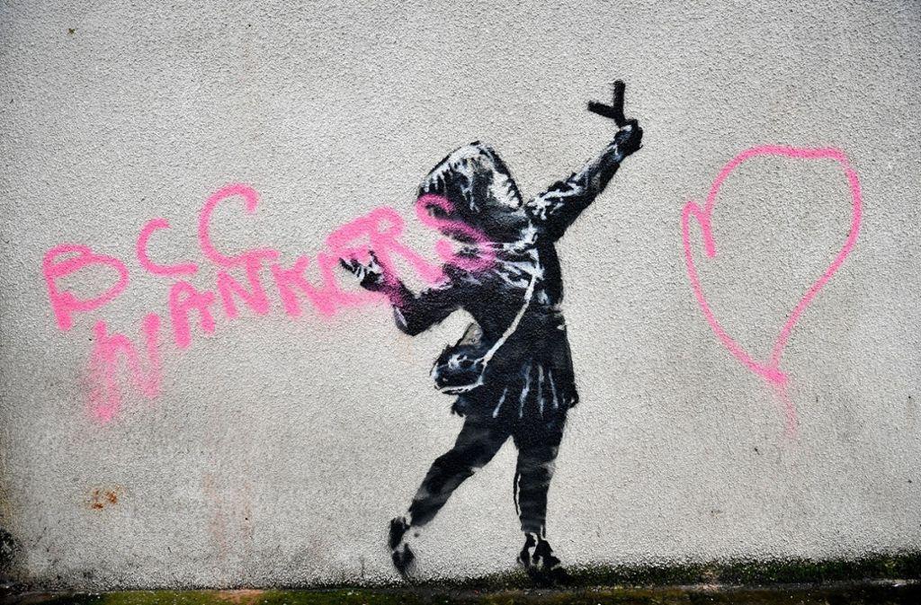 Unbekannte besprühten das Werk von Banksy. Foto: dpa/Ben Birchall