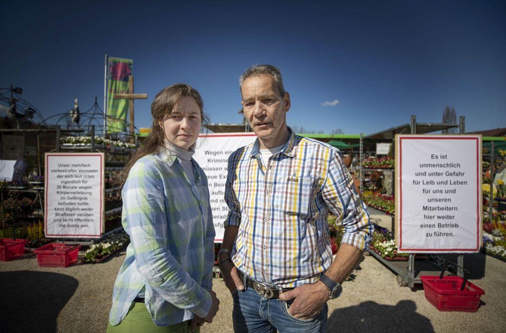 Katrin Strotbek und Martin Gropper ziehen um. Den Glauben an den Rechtsstaat haben sie verloren. Foto: Gottfried Stoppel