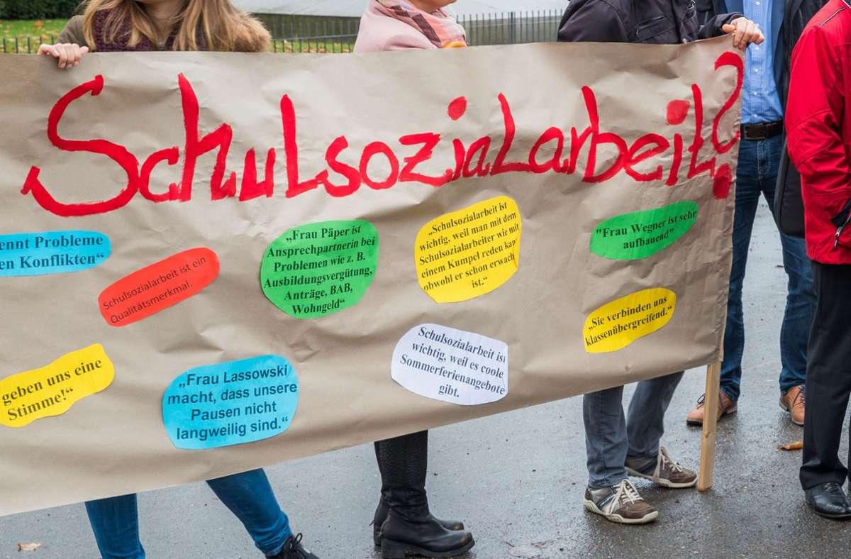 Für viele Schüler ist die Sozialarbeit in der Pandemie die einzige Anlaufstelle, um Hilfe zu bekommen, wenn etwa der Ausbildungsplatz bedroht ist. Foto: dpa/Jens Büttner