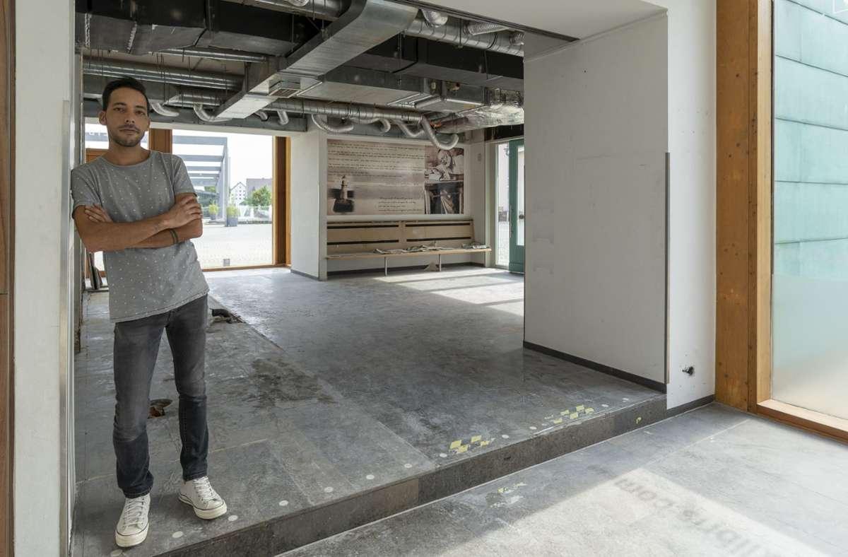 Carlos Dourado in seiner neuen Wirkungsstätte in Gerlingen. Die Sanierung läuft auf Hochtouren Foto: factum/Jürgen Bach
