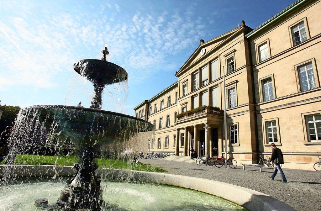 Die Universität Tübingen gibt eine Zarenurkunde an Kiev zurück. Foto: dpa