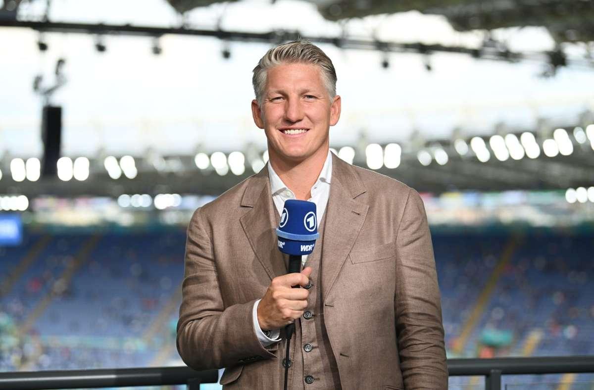 Ex-Bayern-Star Bastian Schweinsteiger am ARD-Mikrofon. Foto: dpa/Matthias Balk