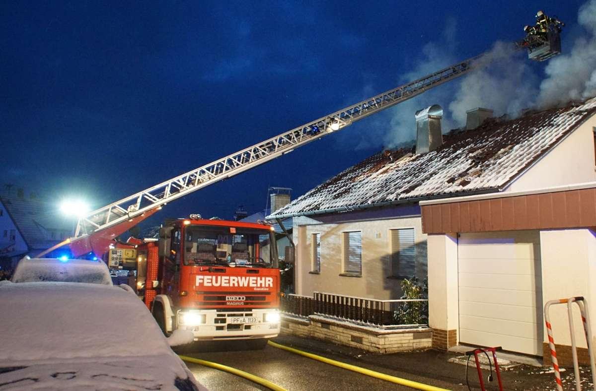 Dachstuhlbrand in Birkenfeld Foto: SDMG/Gress