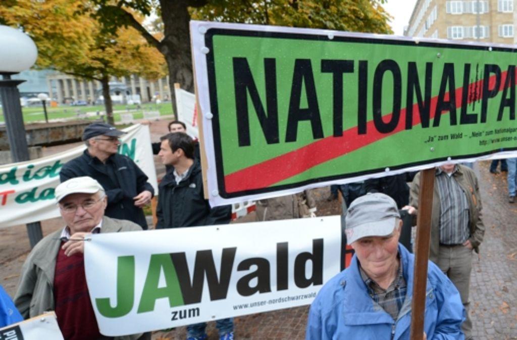 Gegner des Nationalparks protestieren vor dem Landtag in Stuttgart. Foto: dpa