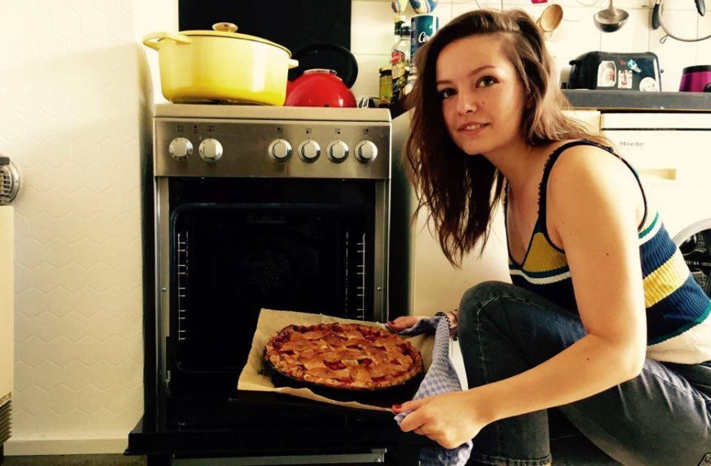 Foodbloggerin Lisa Schölzel kocht und backt leidenschaftlich gern und schreibt darüber auf Whats cooking, Lisa?. Foto: Lisa Schölzel
