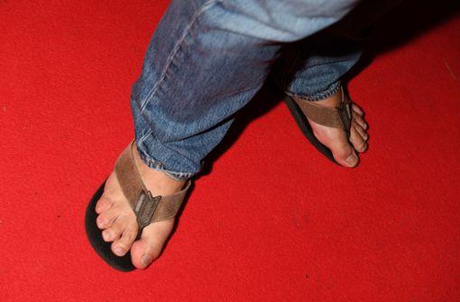 Tatort-Star mit Badelatschen auf dem Roten Teppich