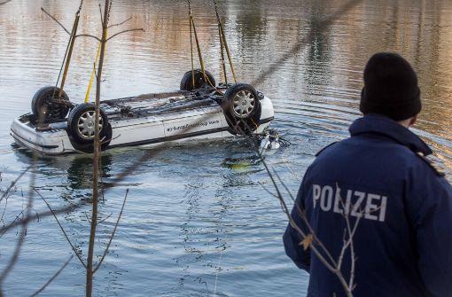 Gestohlener Einsatzwagen aus dem Neckar geborgen