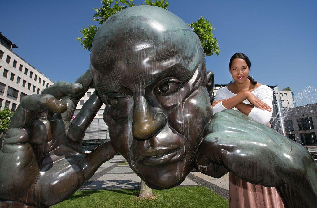 """Cassandra Steen mag eindrückliche Kunst wie die Skulptur """"Denkpartner"""". Foto: Ines Rudel"""