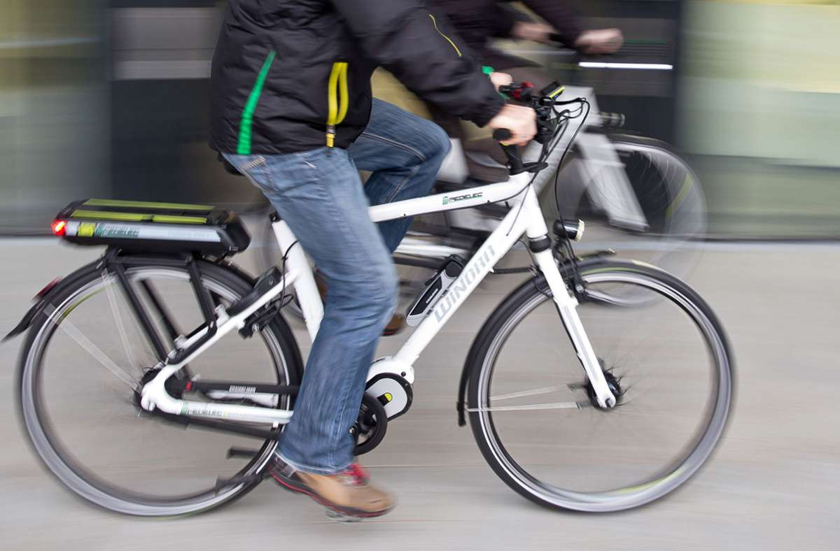 In Filderstadt wurde eine Fahrradfahrerin bei einem Zusammenprall mit einem Transporter schwer verletzt (Symbolfoto). Foto: picture alliance/dpa/Daniel Karmann