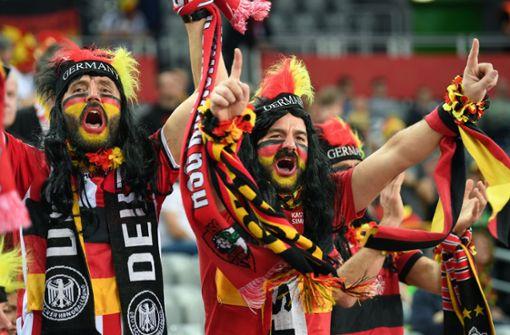 Deutschland bekommt Zuschlag – Eröffnung im Fußball-Stadion