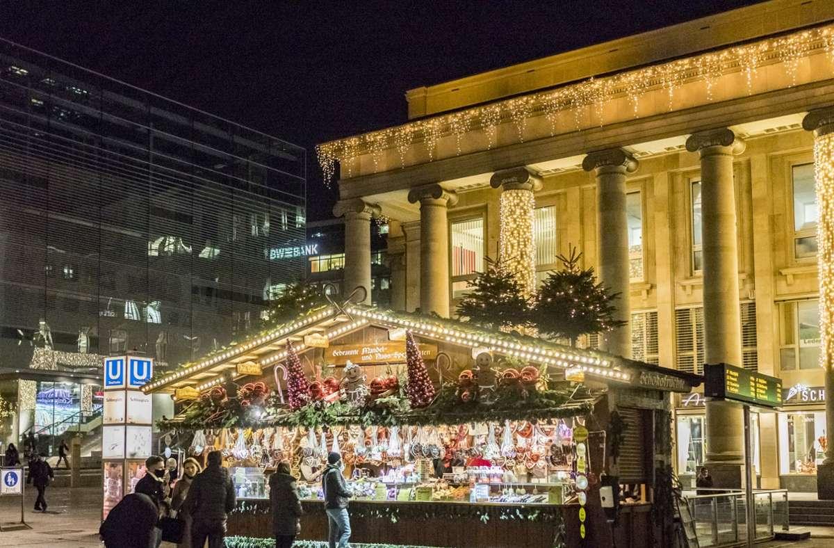 Liebevoll dekoriert sind die Stände des Ersatzweihnachtsmarkts in der Stuttgarter Innenstadt. Foto: Engelhard