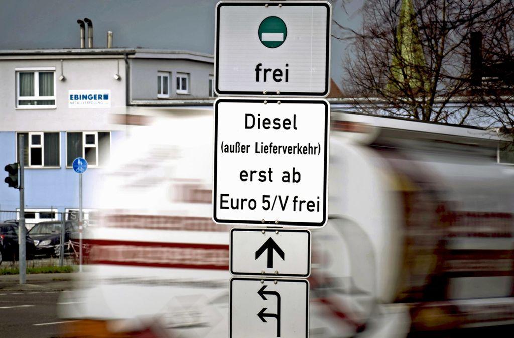 Auch Euro-5-Diesel könnten von Juli 2020 an in bestimmten Teilen der Landeshauptstadt nicht mehr fahren dürfen. Foto: Lichtgut/Achim Zweygarth