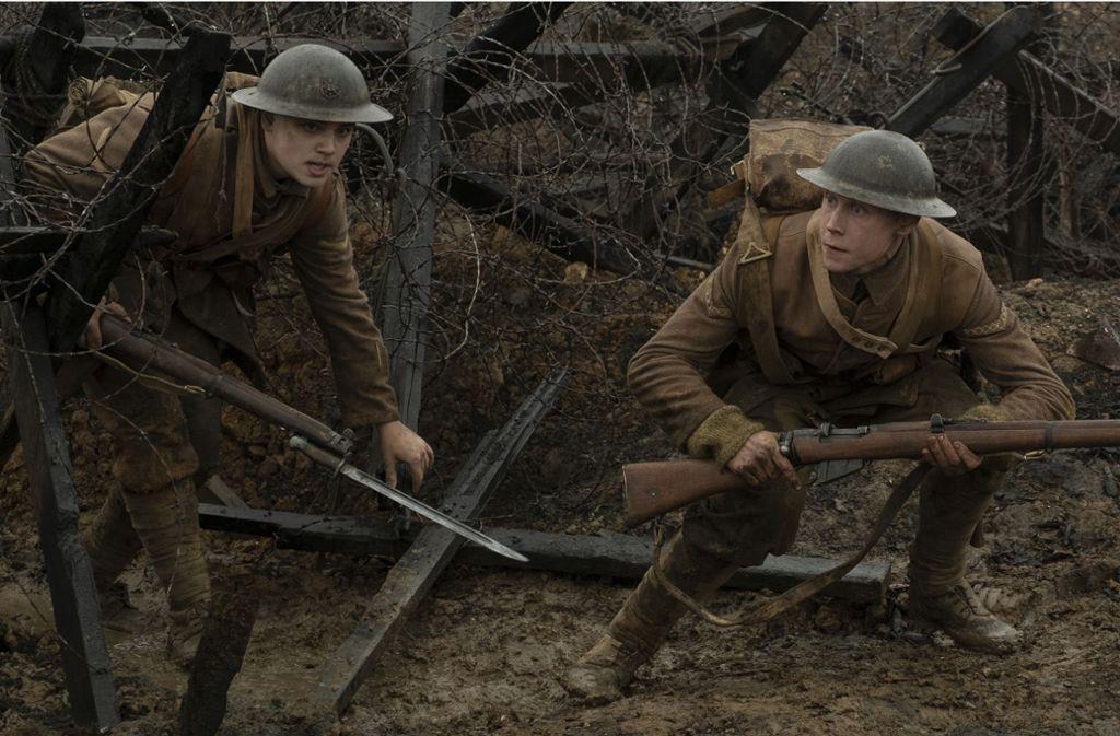 Die Korporale Blake (Dean-Charles Chapman, li.) und Schofield (George MacKay) riskieren Schritt um Schritt ihr Leben. Foto: Universal Pictures/François Duhamel