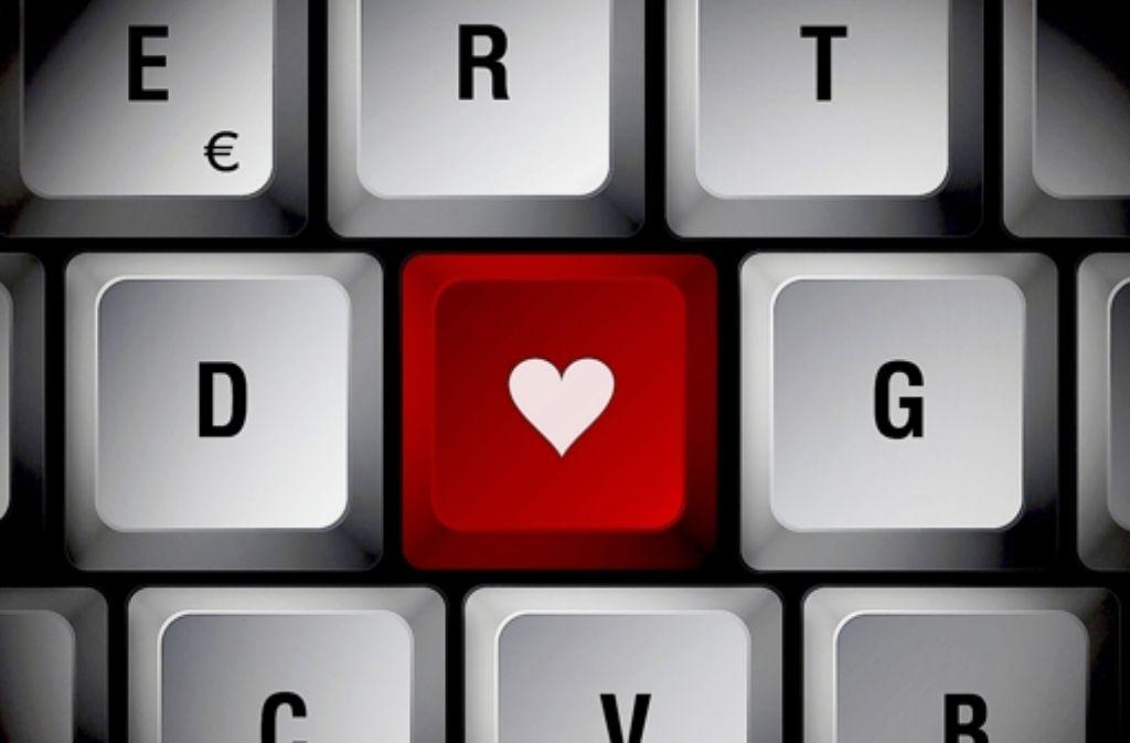 """Auf der Facebook-Seite """"Spotted: Uni Hohenheim"""" finden sich Verliebte. Foto: fotolia"""