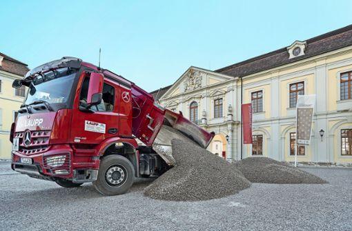 Der Schlosshof bekommt einen Bodenbelag aus dem Neckar