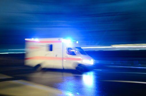 Frau wird aus Oldtimer geschleudert und schwer verletzt