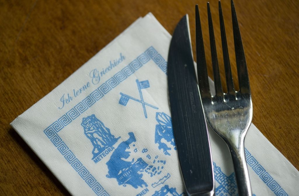 Im Restaurant Taverna Ecke Reinsburg- und Rötestraße in Stuttgart werden seit August nicht mehr portugiesische, sondern griechische Speisen gereicht. Foto: dpa