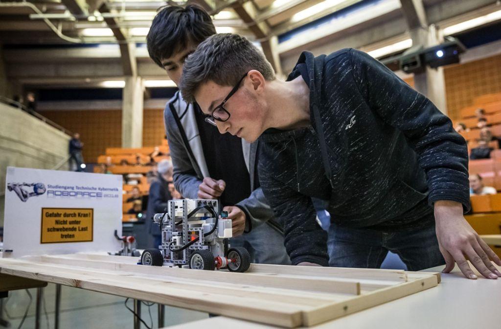 Das Team 'Malen nach Zahlen' von der Wilhelm-Maybach-Schule aus Heilbronn beim ersten Durchlauf. Foto: Lichtgut/Julian Rettig