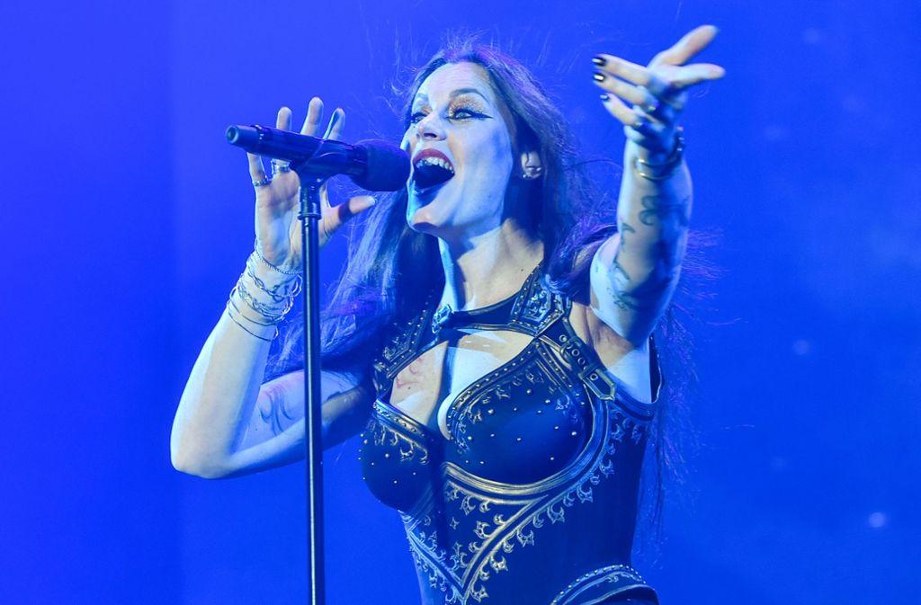 Floor Jansen ist schon etliche Jahre bei Nightwish. Nach dem Konzert der Metal-Finnen in Stuttgart macht sich unser Kritiker aber Sorgen um sie. Foto: Lichtgut / Ferdinando Iannone