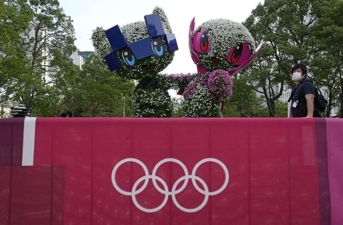 Miraitowa (links) und Someity sind die Maskottchen für die die Olympischen und Paralympischen Spiele 2021. Foto: dpa/Kin Cheung
