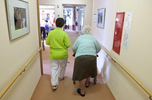 Altenpflege: Mehr  tun gegen Personalmangel