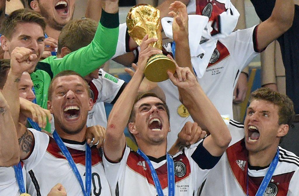 Deutschland hat die Fußball-WM 2014 gewonnen. Soll der Pokal nun alle zwei Jahre vergeben werden? Foto: dpa