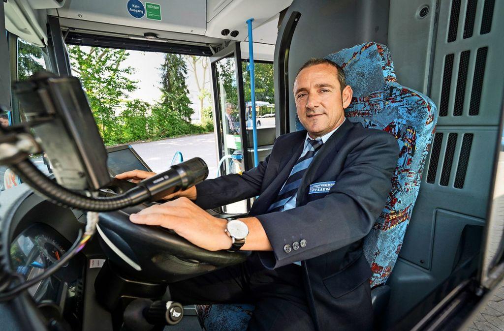 """""""Busfahrer des Jahres"""":  Manol Micev chauffiert seit 19 Jahren die Fahrgäste im Landkreis Böblingen. Foto: factum/Weise"""