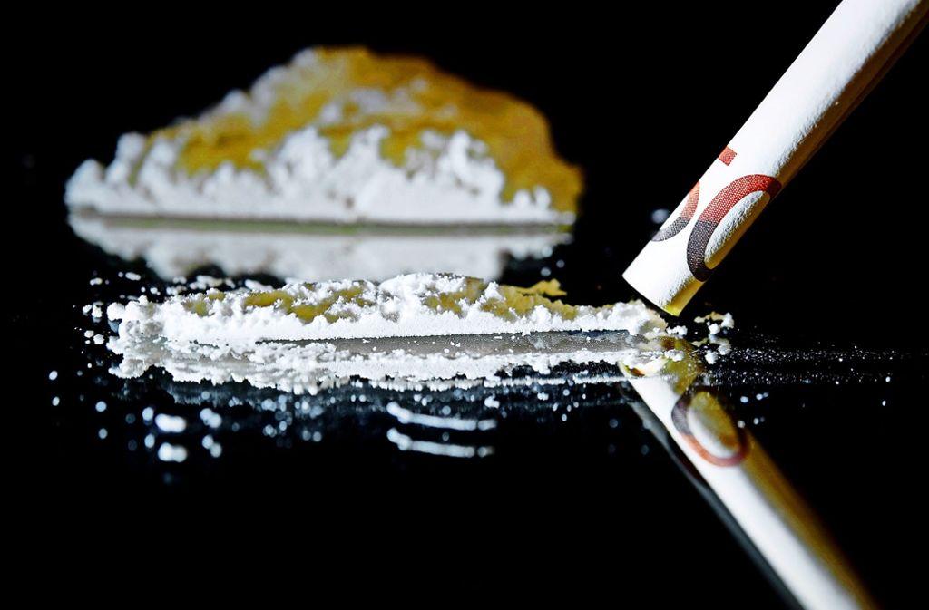 Weil es nach Marihuana riecht, durchsucht die Polizei eine Wohnung in Stuttgart-Bad Cannstatt – und findet  einige Drogen (Symbolbild). Foto: dpa