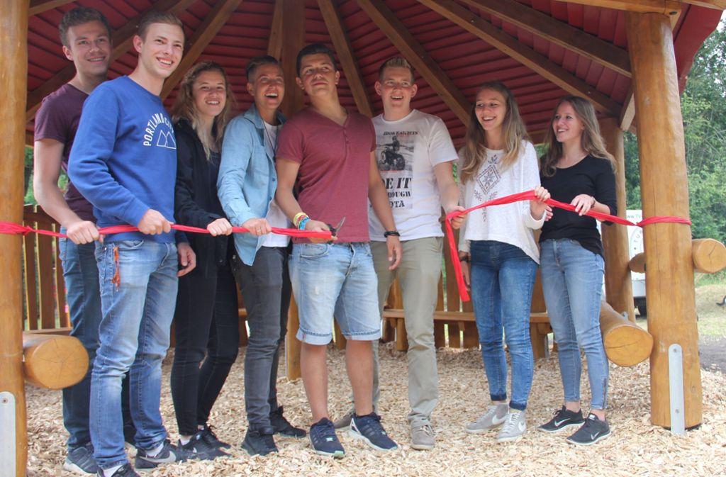 Im Juli 2016 ist der Holzpavillon eingeweiht worden, der von Jugendlichen zumindest in den wärmeren Monaten als provisorischer Treffpunkt genutzt wird. Foto: Archiv