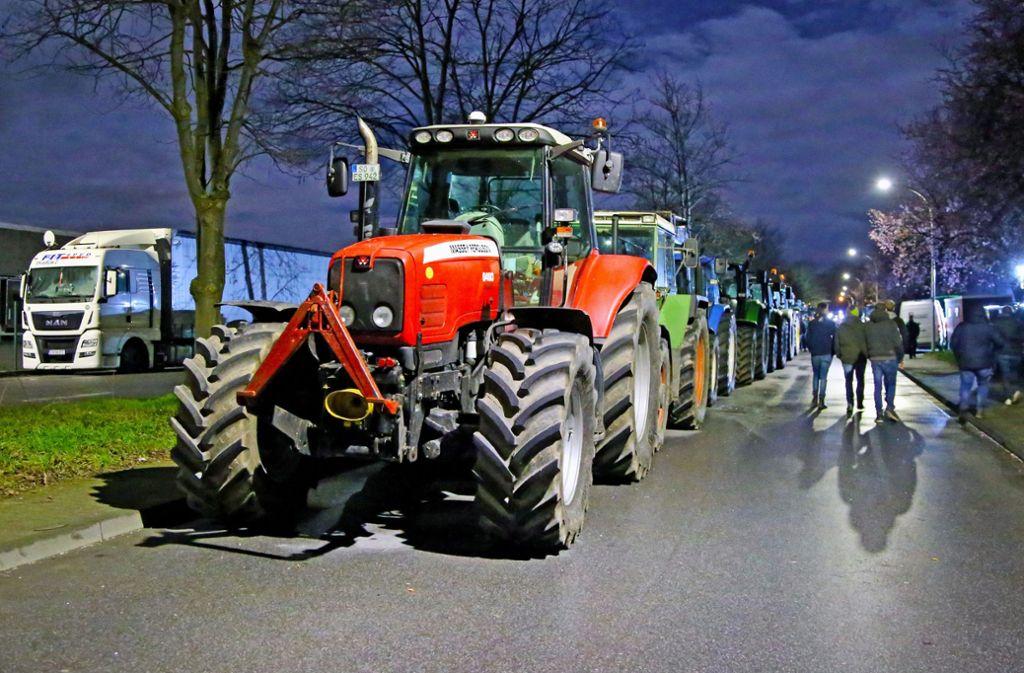 Bäuerliche Demonstration vor einem Aldi-Zentrallager in Nordrhein-Westfalen Foto: dpa/Andreas Dunker