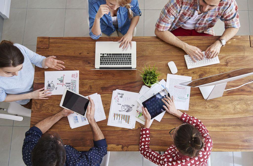 Jeder dritte Arbeitnehmer hat nur wenig Vertrauen in die Strategien seines Chefs. Das kann zu Problemen führen (Symbolbild). Foto: Shutterstock/ gpointstudio