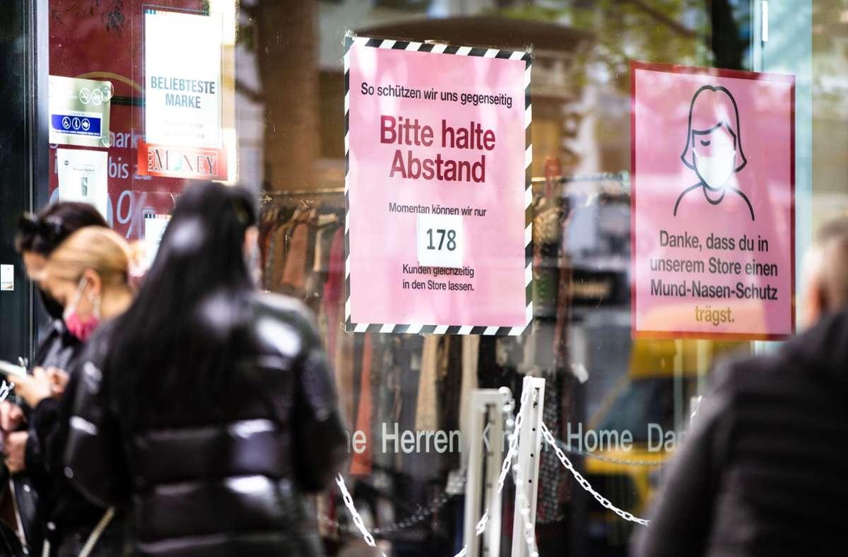 Für den Einzelhandel in Stuttgart gelten am Freitag neue Regeln. Foto: dpa/Christoph Schmidt