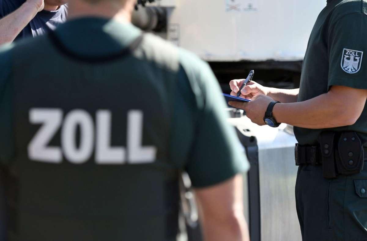 Der Zoll hat zwei Männer mit über zwei Tonnen Tabak erwischt. (Symbolbild) Foto: picture alliance/dpa/Henning Kaiser