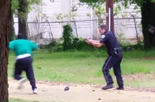 Gezielte Schüsse auf den flüchtenden Schwarzen